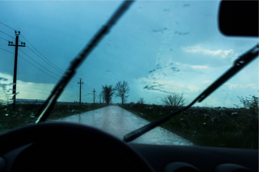 driving in the rain safety tips