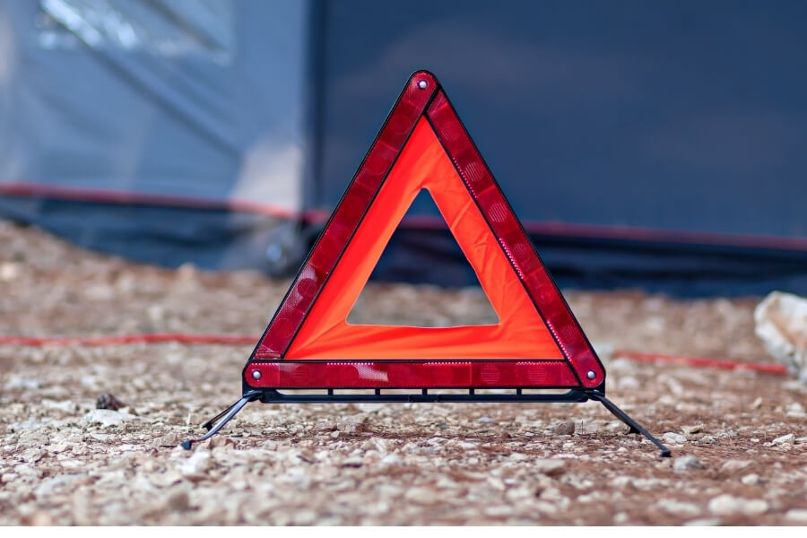 Reflective Triangle for Roadside Emergency